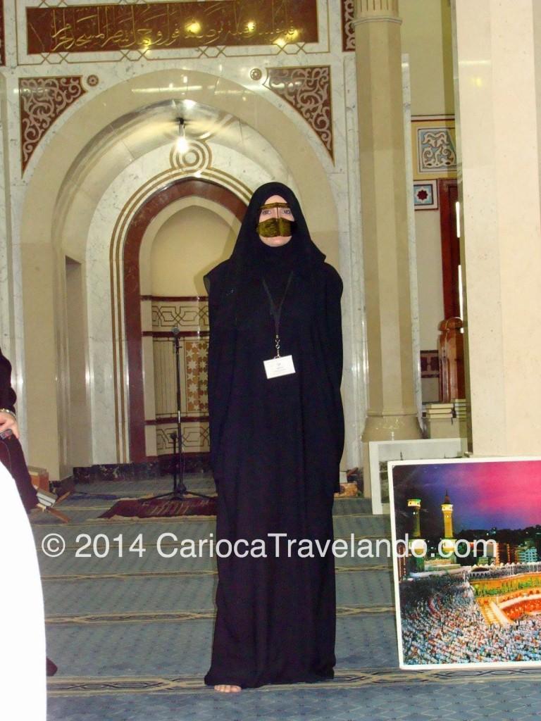 Uma das vestimentas tradicionais para a mulher nos Emirados Arábes