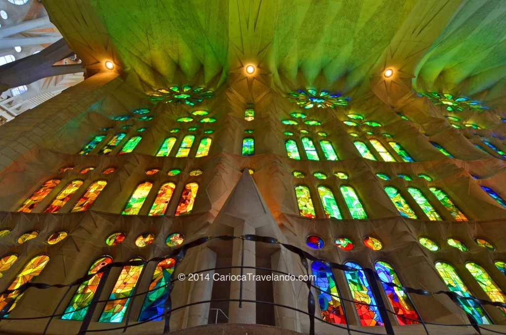 Os vitrais são inigualáveis (que coisa mais rara) Fomos num dia ensolarado e a Basílica fica iluminada em todas as cores através dos belíssimos vitrais. São mais de x vitrais, indescritível!