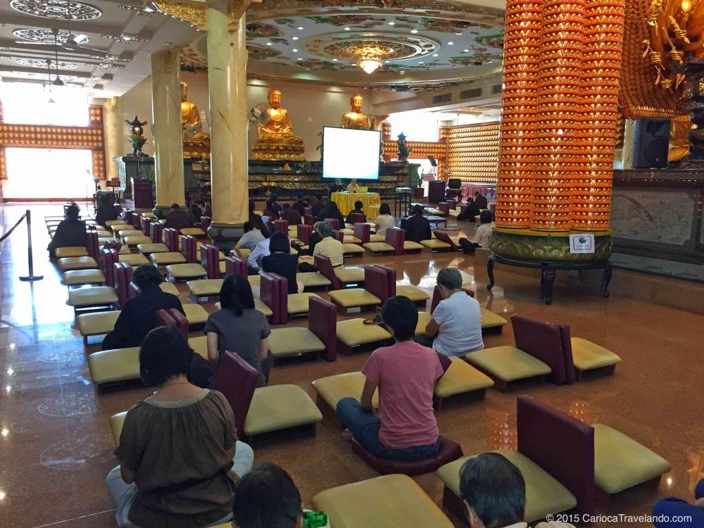 Templo Budista em Kuala Lumpur: cheguei bem na hora da palestra :)