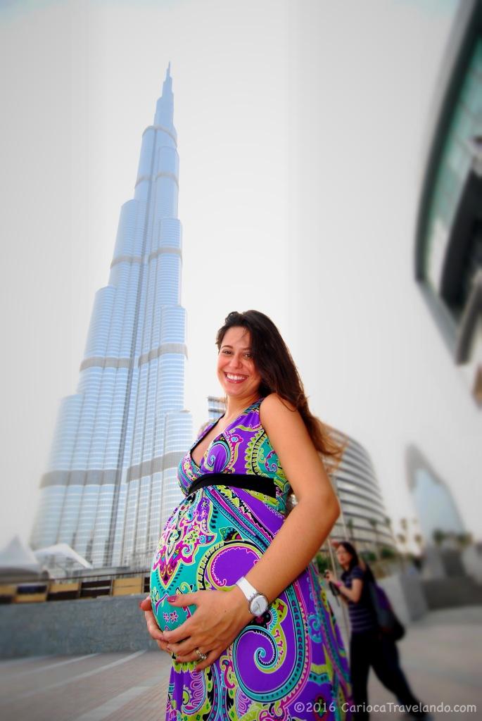 Ostentando o abdômen sarado em Dubai - 24 semanas
