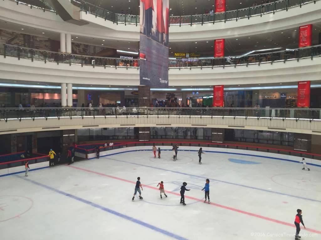 Também tem pista de patinação no gelo no CityCenter Mall