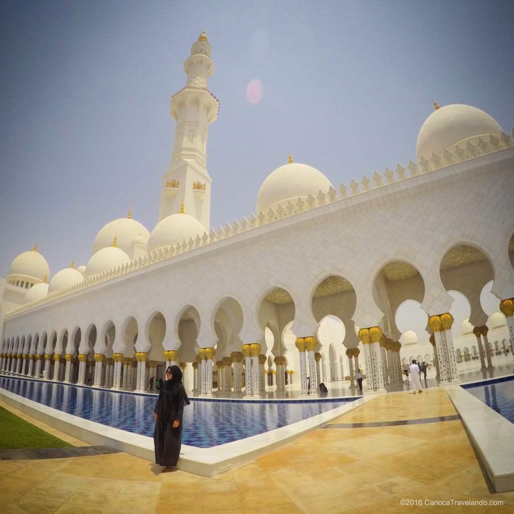 A exuberante Grande Mesquita em Abu Dhabi