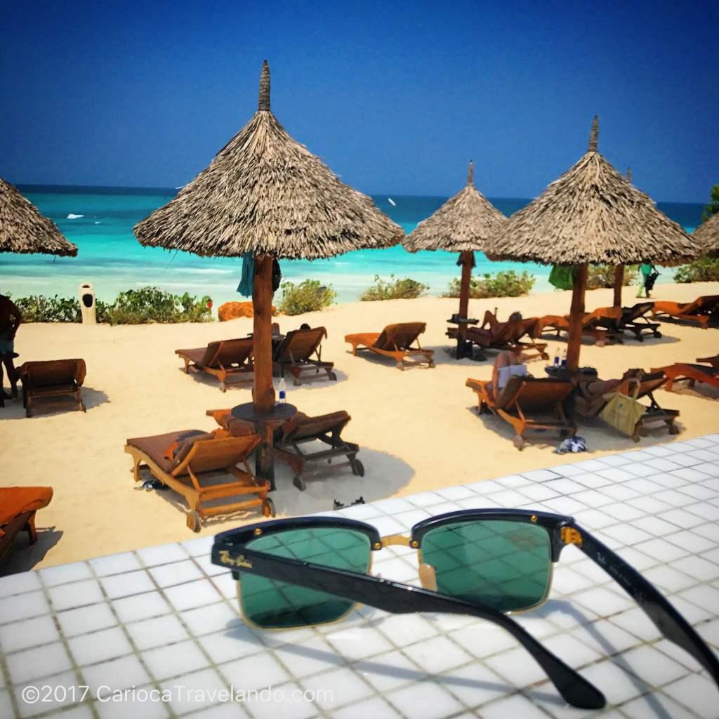 Faça chuva ou faça sol (nesse caso em Zanzibar), os óculos não podem ficar de fora da bagagem